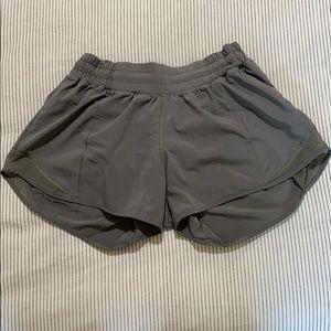 """Lululemon 6 Hotty Hot Shorts 2.5"""" Olive"""